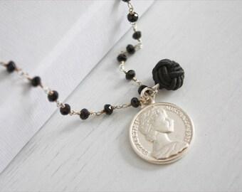 ROSARY | Collana catena rosario, perline in mezzo cristallo nere, con ciondoli