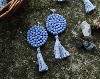 DALIA | Orecchini azzurri con nappa, Orecchini nappina, orecchini celesti, orecchini boho, orecchini ricamati con perline
