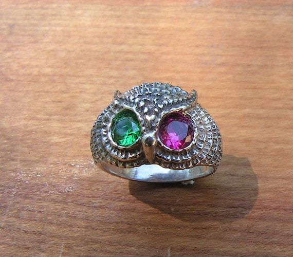 Owl Ring With Emerald And Ruby Eyes In Sterling Silver