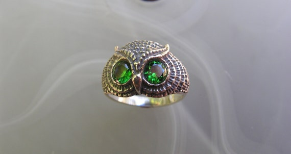 Owl Ring Emerald Eyes In Sterling Silver