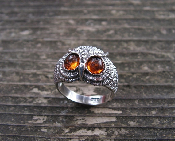 Owl Ring With  Amber Eyes In Sterling Silver