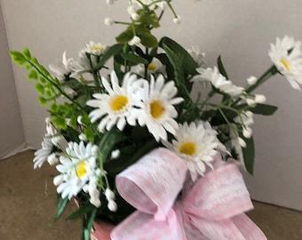 Daisy planter, floral planter