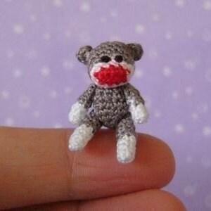 Fingertip,Sockmonkey,-,Amigurumi,Crochet,PDF,Pattern,jointed_sockmonkey,sock_monkey,sockmonkey,fingertip_sockmonkey,mariella_vitale,muffa_miniatures,PDF_Pattern,Crochet_Tutorial,crochet_pattern,miniature_amigurumi,miniature_crochet,amigurumi,micro_crochet