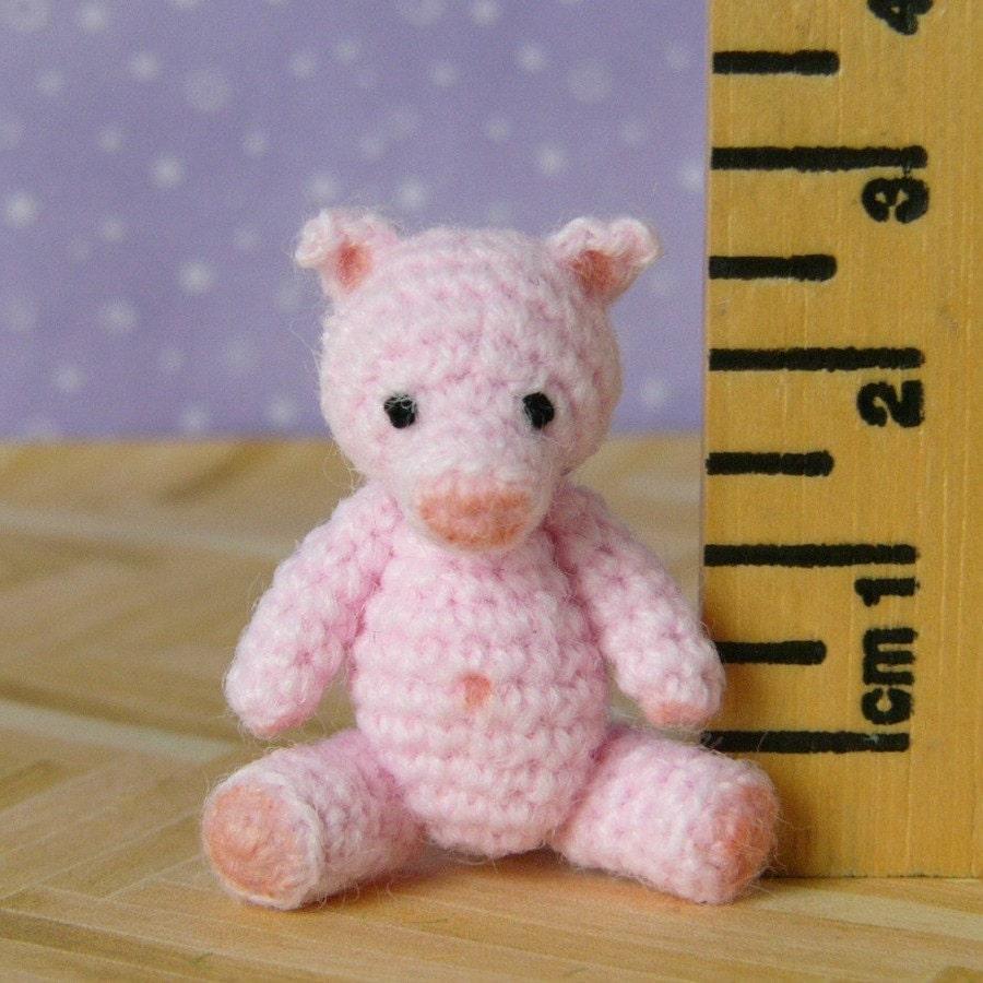 Wilbur,the,Pig,-,Amigurumi,Crochet,PDF,Pattern,crochet_pocket_pal,crochet_pig,amigurumi_pig,mariella_vitale,muffa_miniatures,PDF_Pattern,Crochet_Tutorial,crochet_pattern,miniature_amigurumi,miniature_crochet,amigurumi,micro_crochet