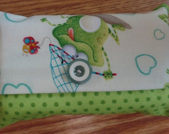 Frog travel tissue holder