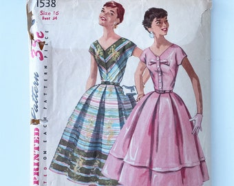 Simplicity 1538 Dress Pattern - 1950s Fit and Flare Dress Pattern with V neck and Kimono Sleeves - Size 16, Bust 34 Dress with Pleated Skirt