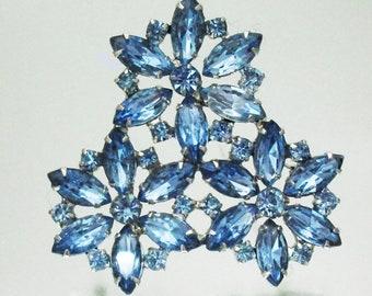 Gorgeous 3 Flower Rhinestone Pin Brooch Blue