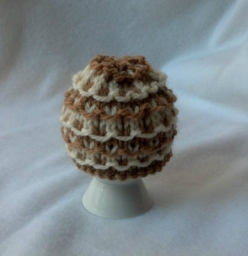 tan and cream Egg Cozy Egg Cosy Egg Warmer soft boiled egg wool cozy