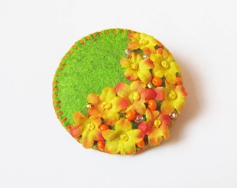 SAFFRON - Felt Brooch In A Bag - Circular Green With Yellow Silk Flowers - Accessory - Pin - Lovely Gift Idea