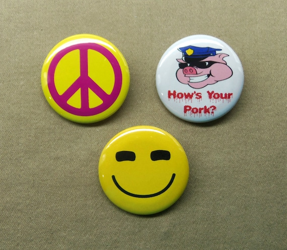 """Smiling Face Stand Randall Flagg 3 Button Set 1.25"""" How's Your Pork Peace Sign"""