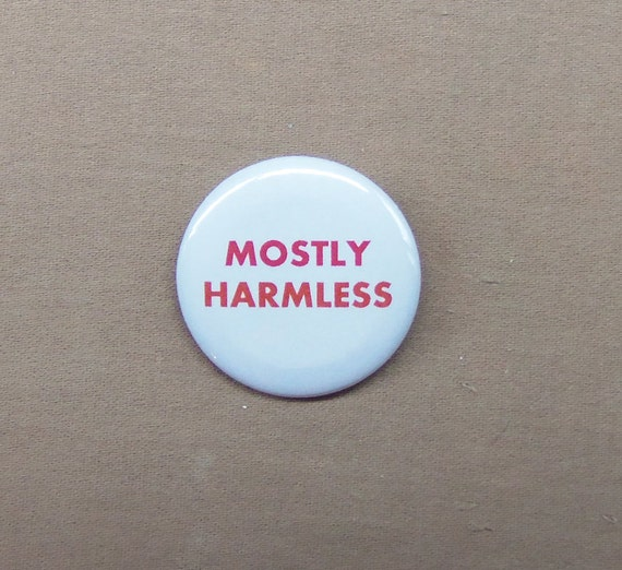 """Hitchhiker/'s Guide to the Galaxy MOSTLY HARMLESS Button 1.25/"""" Badge Pin HHGG"""