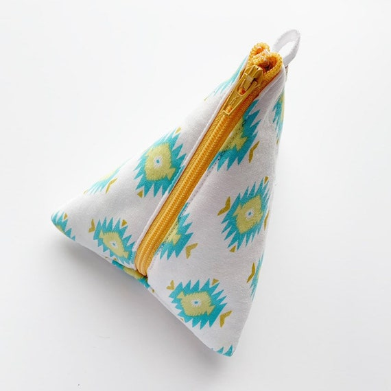 Triangle Pouch *discontinued item*