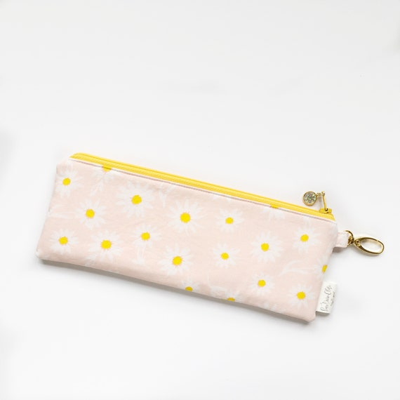 "9.5"" x 3.5"" Top Zippered Pouch // Daisies"