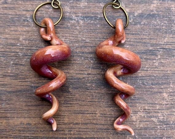 porcelain squiggle earrings in magenta
