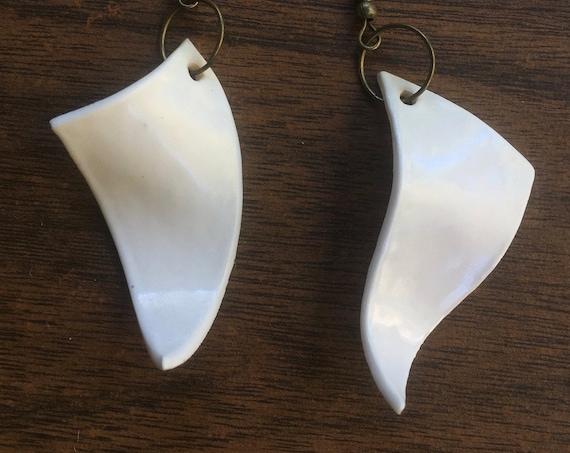 set of two wavy porcelain earrings in white