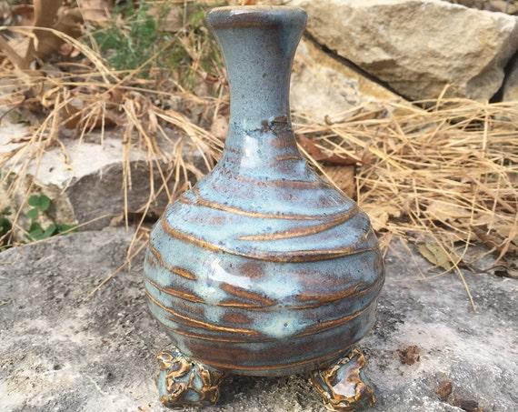 ceramic bud vase in blue and beige
