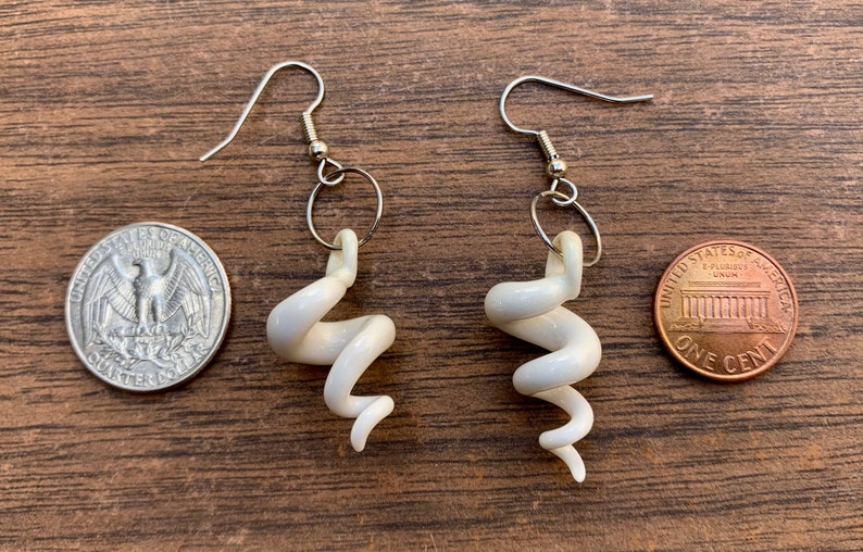 porcelain squiggle earrings in white