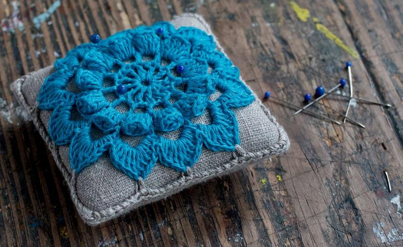 Linen  pincushion crochet motif