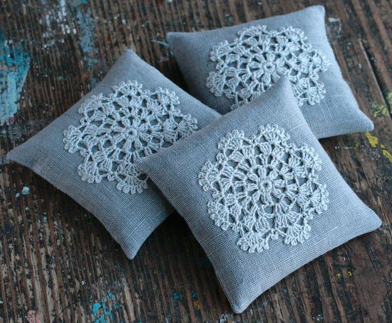 Lavender sachet  crochet motif image 0