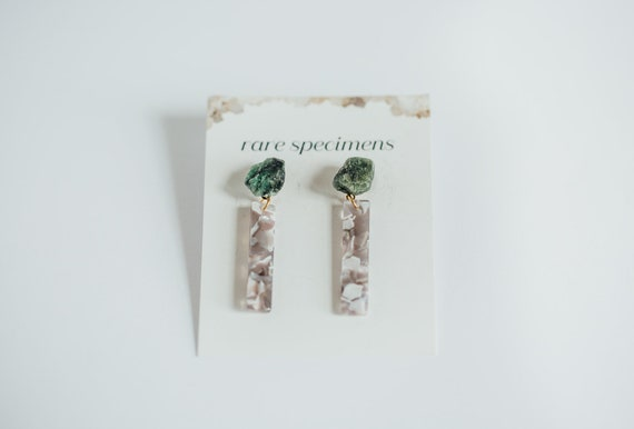Rare Specimens – Stick Drops – Grey With Emerald