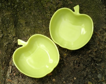 Vintage Apple Bowls - Hazel Atlas Yellow Glass Bowl Set - Chartreuse Milk Glass Apple - Retro Farmhouse Style Serving Bowls / Dishes Gift