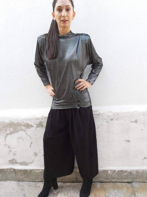 Gray metallic minimal 1980s blouse. Silver metalli