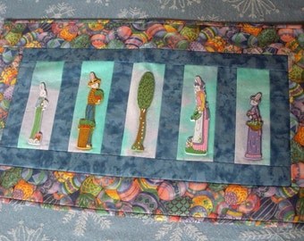 Easter Quilted Wallhanging - Rabbit family is gardening
