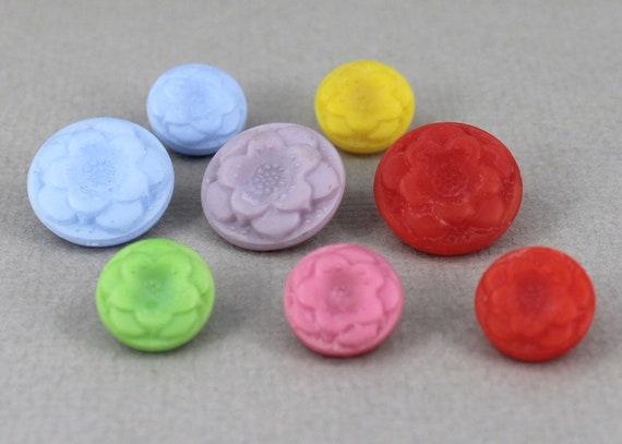 Vintage combinaison de boutons en verre tchèque fleur, accent accent accent de bijoux, tricot, crochet, couture, bleu, vert, jaune - 18mm, 14mm - 8 pcs - GBN524 1839cf
