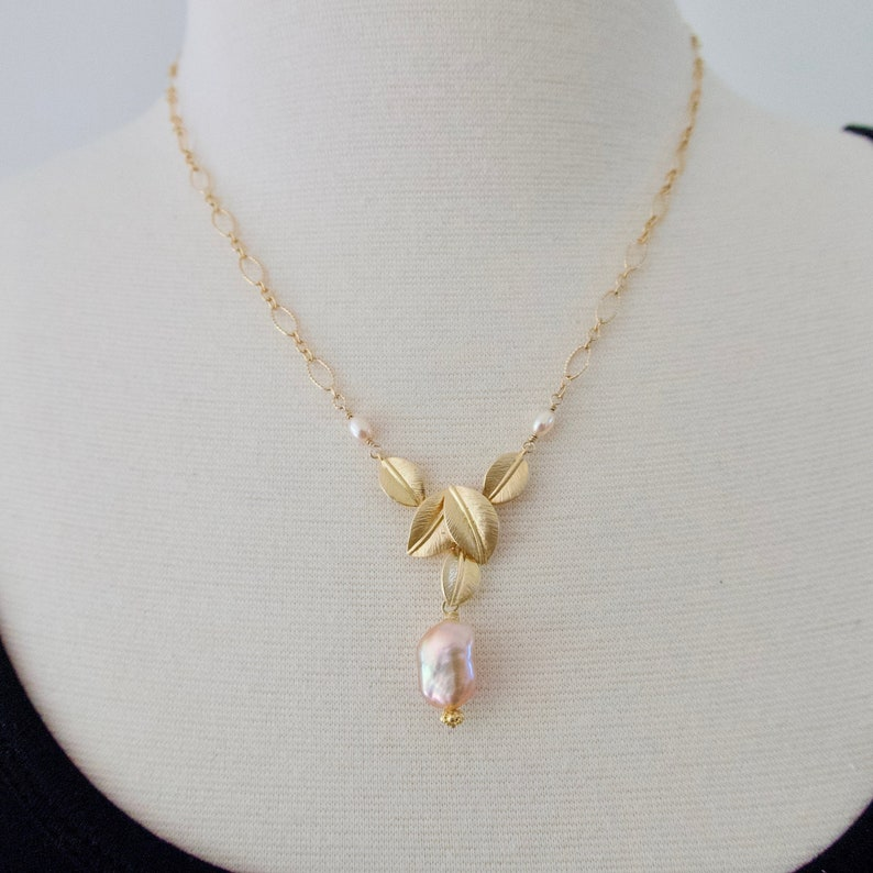 Pink Baroque Pearl Necklace Pearl with Gold Leaves Elegant image 0