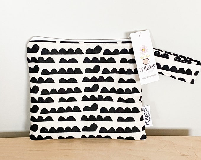 The ICKY Bag petite - wetbag - PETUNIAS by Kelly - black and white bump pattern
