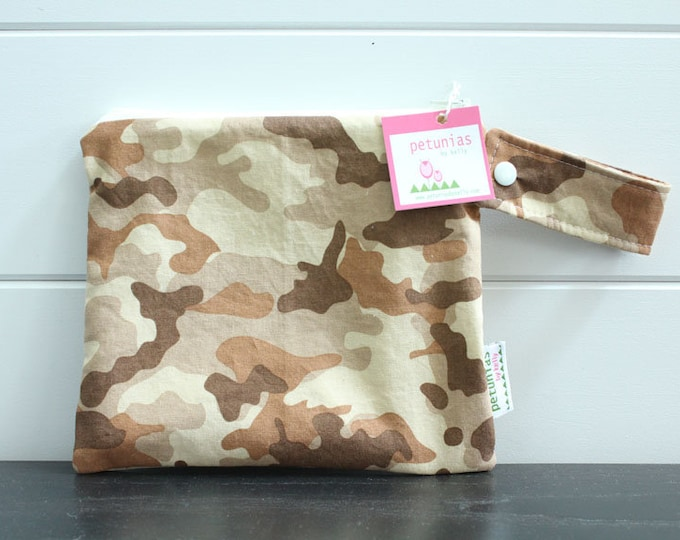 wetbag wet bag The ICKY Bag petite tan camo modern baby gift waterproof gym sports cloth diaper pouch zipper handle baby gift