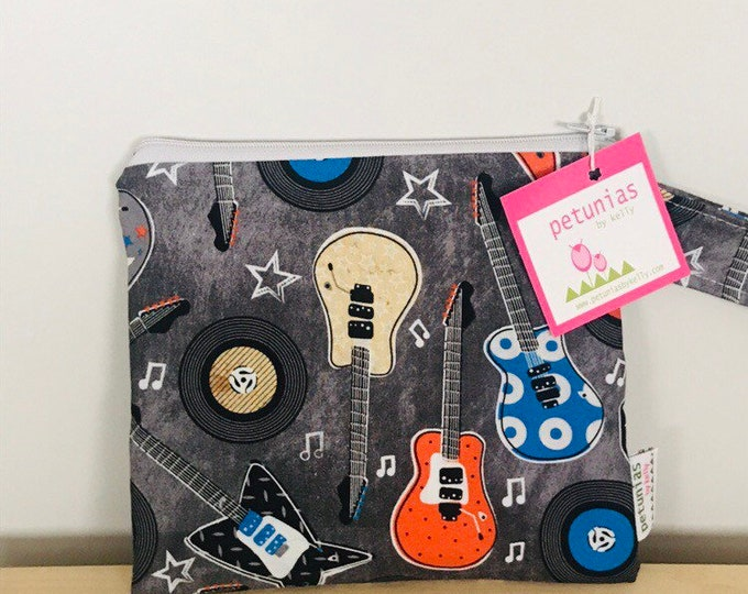 The ICKY Bag petite - wetbag - PETUNIAS by Kelly - guitars