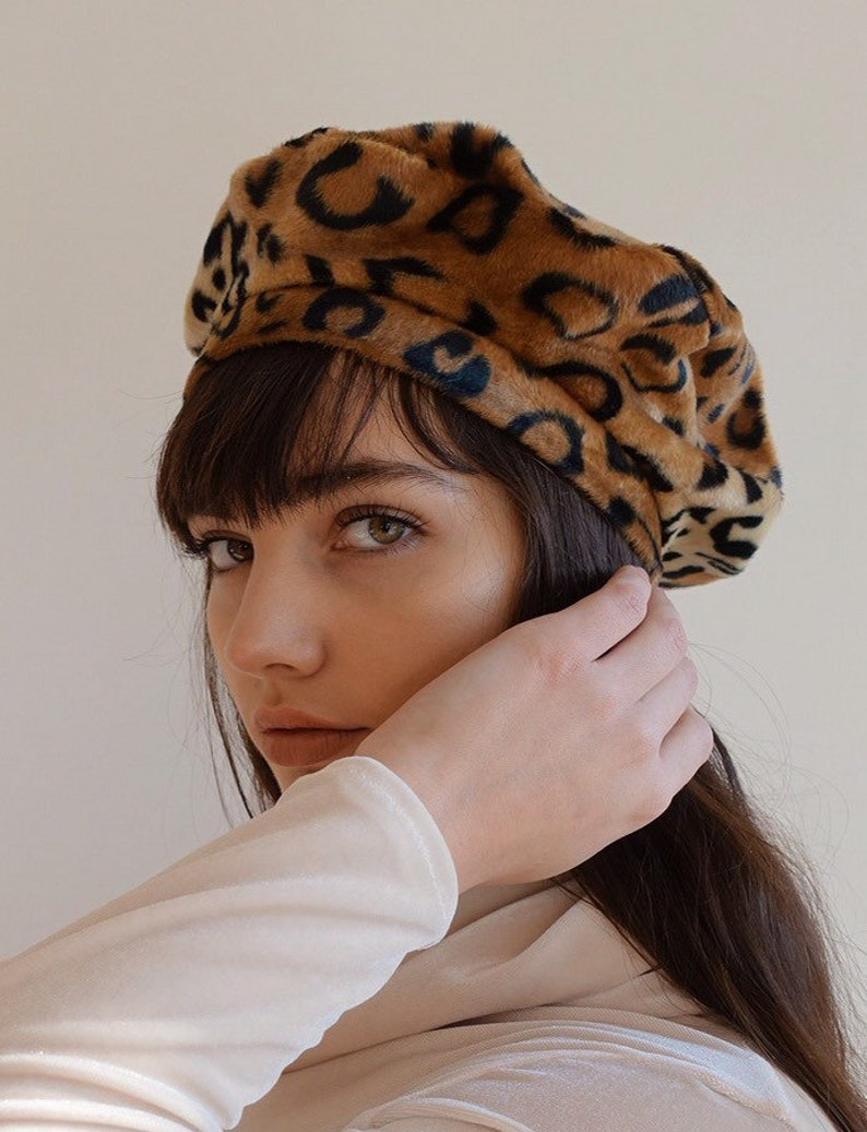 0266dbf7d851a Luxurious Leopard Print Faux Fur beret.
