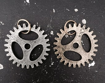 Gear Charm # 4 Industrial Steampunk Jewelry Findings, DIY Parts for Altered Art Assemblage, Lead and NIckel Free Charms for Necklace Making