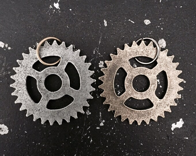 Gear Charm  #3 For DIY Industrial Necklace, Steampunk Charms, Lead and Nickel Free Gunmetal Jewelry Findings