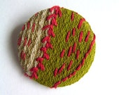 Embroidered button badge - Green and Red