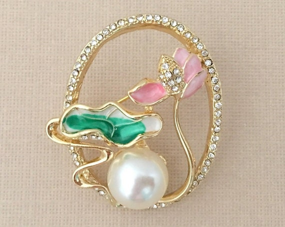 Pink Lotus Flower Brooch.Pink Lotus Flower Pin.Lotus Flower Broach.Flower Brooches.Lotus rhinestone brooch.Light Pink Green Flower Brooch