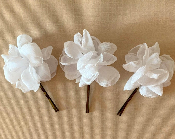 Mini White Flower Hair Pin Set. Set of 3. Handmade.