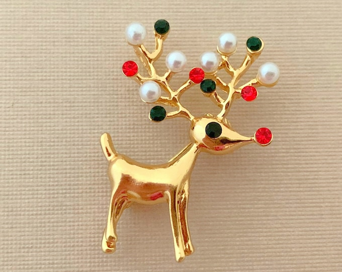 Red and Green Reindeer Brooch Pin. Classic Style.