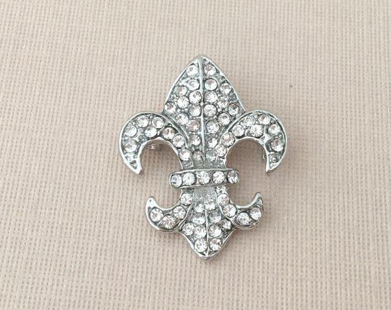 Small Fleur de Lis Brooch.Fleur de Lis brooch.Mardis Gras brooch.Silver Fleur de Lis Brooch Pin.Rhinestone.wedding.bridal.Silver.crystal