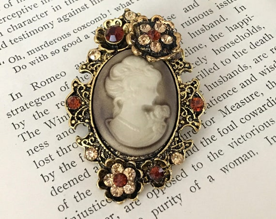 Topaz & Antique Gold Cameo Brooch Pin