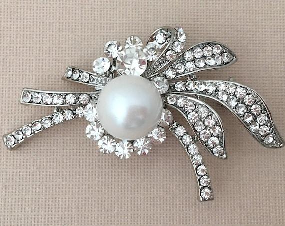 Crystal Pearl Brooch.Rhinestone Pearl Brooch.Silver Pearl Brooch.Vintage Style.Crystal Pearl Broach.Wedding Accessory.Bridal.Pearl Pin