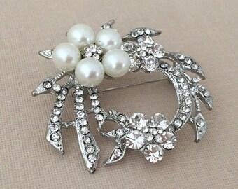 Art Deco Brooch.Rhinestone Pearl brooch.flower brooch.bridal sash brooch.wedding pin.vintage style.Pearl Silver broach.silver pin