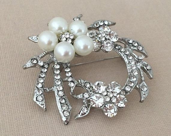 Pearl Rhinestone Wreath Brooch.Pearl Silver Crystal Wreath Brooch.Silver Pearl Brooch.Pearl Wedding Brooches.Pearl Bridal Brooch Pin.Flowers