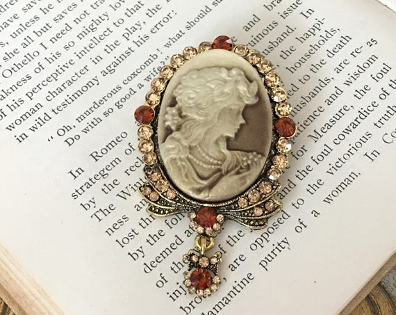 Brown & Gold Cameo Brooch Pin