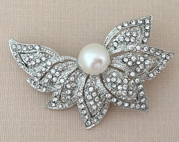 Art Deco Style Leaf Brooch Pin