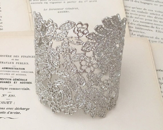Silver Lace Filigree Cuff Bracelet. Platinum Tone Metal Color