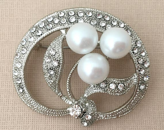 Pearl Wedding Brooch.Pearl Bridal Brooch Pin.Rhinestone Pearl Flower Brooch.Silver Pearl Brooch.Crystal.Iris Flower.Pearl Broach.Pearl Pin
