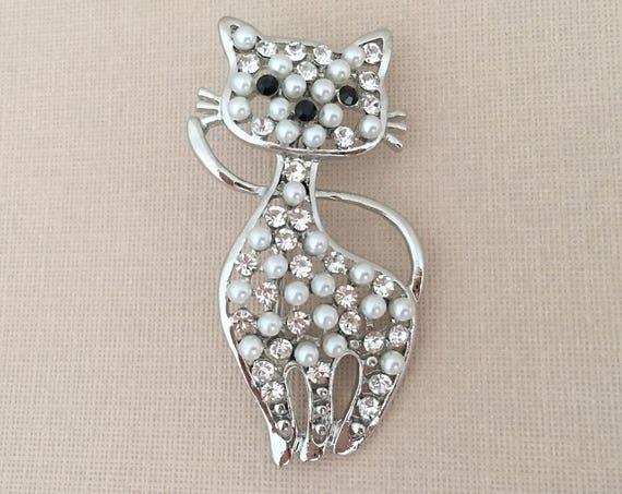 Cat Pearl Rhinestone Brooch.Cat Brooch.Pearl Cat Brooch.Cat Pin.Kitten Brooch.Kitty Brooch.Kitten Pin.Animal.Crystal Cat.Cute.white cat