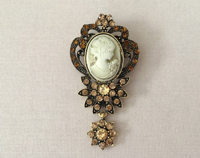 Antique Gold Cameo Brooch Pin